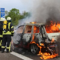 14-05-2016_A7_Berkheim_Dettingen_Pkw-Brand_Feuerwehr_Poeppel_0025