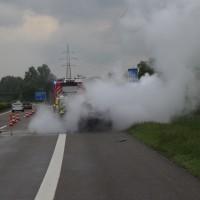 14-05-2016_A7_Berkheim_Dettingen_Pkw-Brand_Feuerwehr_Poeppel_0042