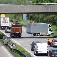 25-05-2016_A96_Aichstetten_Aitrach_Unfall_Lkw_Pkw_Polizei_Poeppel_0015