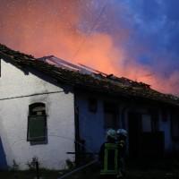 05-07-2016_Unterallgaeu_Ottobeuren_Buehl_Brand_Bauernhof_Feuerwehr_Poeppel_0004