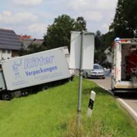 28-07-2016_B300_Heimertingen_Unfall_Lkw_Pkw_Schwerverletzt_Feuerwehr_Poeppel_0004