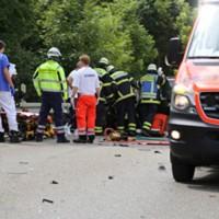 28-07-2016_B300_Heimertingen_Unfall_Lkw_Pkw_Schwerverletzt_Feuerwehr_Poeppel_0008