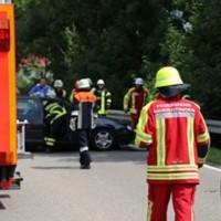 28-07-2016_B300_Heimertingen_Unfall_Lkw_Pkw_Schwerverletzt_Feuerwehr_Poeppel_0015