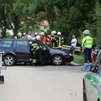 28-07-2016_B300_Heimertingen_Unfall_Lkw_Pkw_Schwerverletzt_Feuerwehr_Poeppel_0016