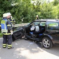 28-07-2016_B300_Heimertingen_Unfall_Lkw_Pkw_Schwerverletzt_Feuerwehr_Poeppel_0026