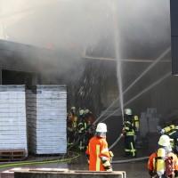 08-08-2016_Ravensburg_Aichstetten_Brand_Buero-Lager_Feuerwehr Poeppel_0032