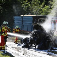 13-08-2016_Untrallgaeu_B18_Kirchdorf_Mindelheim_Brand_Traktor_Feuerwehr_Poeppel_0005