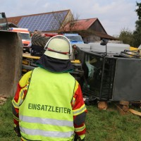 01-09-2016_Biberach_Erlenmoos_Betriebsunfall_Radlader_Feuerwehr_Poeppel_0005