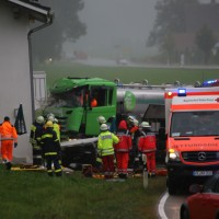 16-09-2016_BY_Unterallgaeu_Legau_Lkw_Unfall_Haus_Feuerwehr_Poeppel_0020