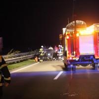 08-10-2016_A96_Memmingen_Aitrach_Unfall_Feuerwehr_Poeppel_0002