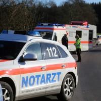 20161206_B465_Bad-Wurzach_Unterschwarzach_Unfall_Frontal_eingeklemmt_Transporter_Pkw_Feuerwehr_Poeppel_new-facts-eu_001