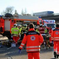 20161214_Memmingen_Unfall_Pkw_Lkw_Feuerwehr_Poeppel_0012