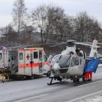 20170107_A7_Leubas_Pkw-Unfall_Baum_Schwerverletzte_Feuerwehr_Poeppel_0010