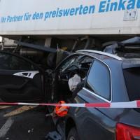 20170110_A96_Woerishofen_Buchloe_Wertach-Parkplatz_Unfall_Lkw-Pkw-Feuerwehr_Poeppel_0013