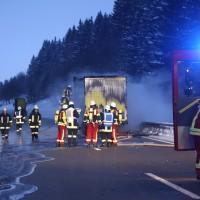20170118_A980_B12_Waltenhofen_Unfall_Sattelzug_Lkw_Pkw_Brand_Feuerwehr_Poeppel_0002