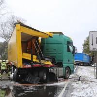 20170307_B17_Landsberg_Lkw-Unfall_Feuerwehr_Poeppel_0012