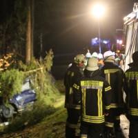20170309_Unterallgaeu_MN8_Bedernau_Oberschoenegg_Unfall_Pkw-Baum_Feuerwehr_Poeppel_0002