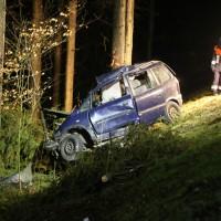20170309_Unterallgaeu_MN8_Bedernau_Oberschoenegg_Unfall_Pkw-Baum_Feuerwehr_Poeppel_0071