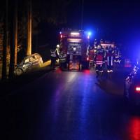 20170309_Unterallgaeu_MN8_Bedernau_Oberschoenegg_Unfall_Pkw-Baum_Feuerwehr_Poeppel_0072