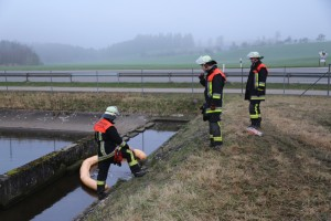 20170324_A96_Weissensberg_Lkw-Unfall_Feuerwehr_Oel_Poeppel_0030