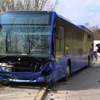 20170404_Kaufbeuren_Bus_Pkw_Unfall_Rettungsdienst_Polizei_dedinag_0012