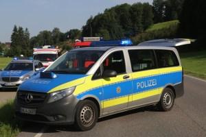 2017-07-19_B465_Leutkirch_Diepoldshofen_Unfall_DRK_Lkw_Feuerwehr_Poeppel-0022