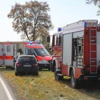 2017-10-20_B300 Winterrieden_Boos_Unfall_Pkw_Baum_Feuerwehr_Poeppel_0003