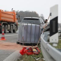2017-11-16_A7_Kempten-Leubas_Unfall_Leinoel_Anhaenger_Polizei_Poeppel_0003