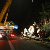2017-11-20_A7_Dietmannsried_Leubas_Unfall_Traktor_Boeschungsarbeiten_Polizei_Kutter_Poeppel-0007