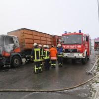 2017-12-05_Biberach_Oberessendorf_Lkw-Brand_Feuerwehr_Poeppel_0006