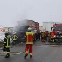 2017-12-05_Biberach_Oberessendorf_Lkw-Brand_Feuerwehr_Poeppel_0007