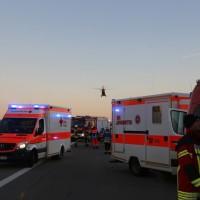 2017-12-24_A7_Groenenbach_Woringen_Unfall_schwer_Feuerwehr_Poeppel_0023