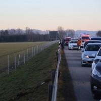 2017-12-24_A7_Groenenbach_Woringen_Unfall_schwer_Feuerwehr_Poeppel_0042