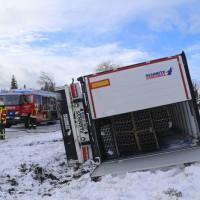 2018-01-17_B312_Lkw-Unfall_Schnee_Feuerwehr_Poeppel_0002