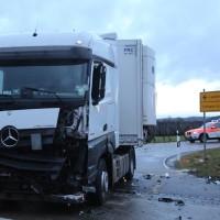 2018-01-19_Unterallgaeu_Erkheim_Guenz_Unfall_Lkw_Transporter_Feuerwehr_Poeppel_0001