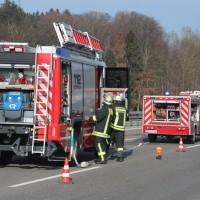 2018-02-06_A7_Altenstadt_Illertissen_Lkw-UNfall_Feuerwehr_Poeppel_0013