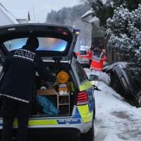 2018-02-12_Altmannsunfall_Pkw_Bach_Achneeglaette_Feuerwehr_Poeppel_0002