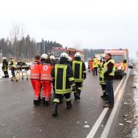 2018-03-19_B12_Kaufbeuren_Neugablonz_Lkw-Unfall_Feuerwehr_0009