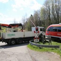 2018-04-17_Kempten_Lenzfried_Unfall_Lkw_Bahnuebergang_Polizei_0002