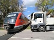 2018-04-17_Kempten_Lenzfried_Unfall_Lkw_Bahnuebergang_Polizei_0007