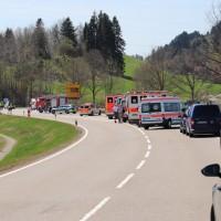 2018-04-20_B310_Oy-Wertach_Unfall_Bus-Pkw_Feuerwehr20180420_0002