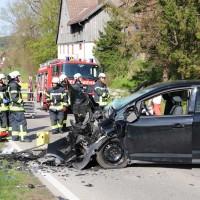 2018-04-24_Ostallgaeu_Oberguenzburg_Frontal_Unfall_schwer_Feuerwehr_0006