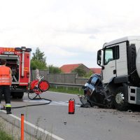 2018-06-02_B12_Seltmans_Hellengerst_Lkw_Pkw_toedlich_Feuerwehr_0013