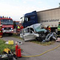 2018-06-21_B30_Oberessendorf_Unfall_Lkw_Pkw_toedlich_Feuerwehr_0039