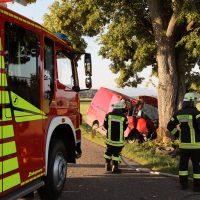 2018-07-31_Oberallgaeu_Lauben_OA19_Transporter_Baum_Feuerwehr_0002