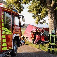 2018-07-31_Oberallgaeu_Lauben_OA19_Transporter_Baum_Feuerwehr_0014