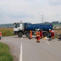 2018-09-02_B300_Heimertingen_Niederrieden_Motorrad_Lkw_Unfall_Feuerwehr_00011