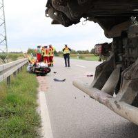 2018-09-02_B300_Heimertingen_Niederrieden_Motorrad_Lkw_Unfall_Feuerwehr_00015