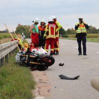 2018-09-02_B300_Heimertingen_Niederrieden_Motorrad_Lkw_Unfall_Feuerwehr_00017