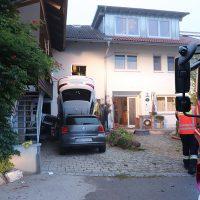 2018-09-16_Ostallgaeu_Stetten-Auerberg_Unfall_Pkw-Wohnhaus_Feuerwehr_00001